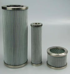 Pleated sintered mesh filter supported by inner perforated tube