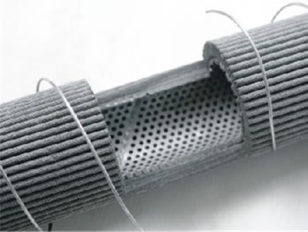 Pleated sintered fibre felt welded to inner perforated tube for more mechanical strength