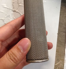Sintered mesh filter cylindrical overlaid by plain weave mesh