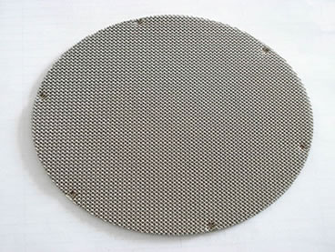 Sintered wire mesh disc filter with multiple layers