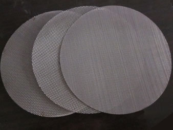 Multiple layers of woven wire mesh filter in disc shape with different micron apertures.
